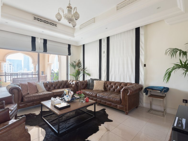 Upgraded Duplex Apartment in Old Town Island