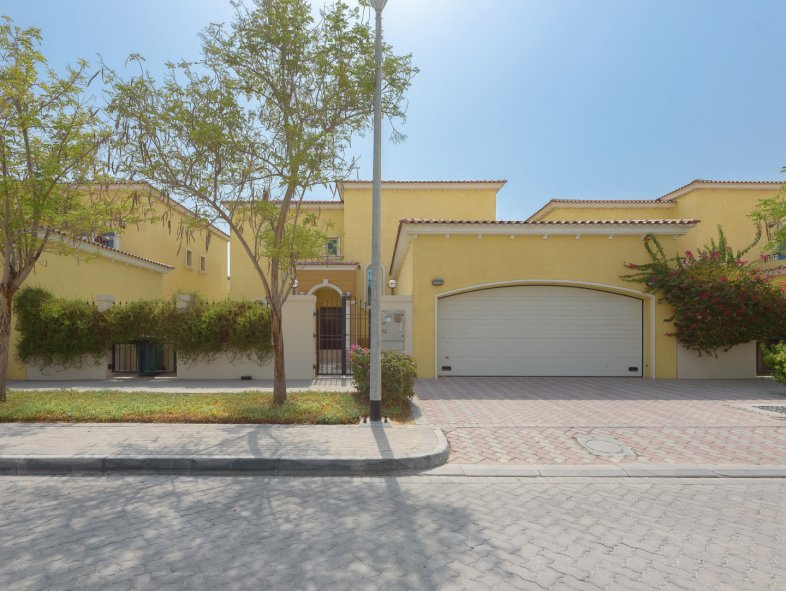 Villa available for sale in Legacy, Jumeirah Park